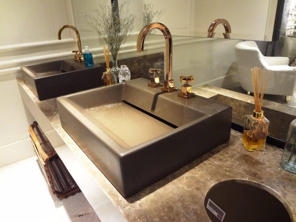 Comment réparer un lavabo fendu?
