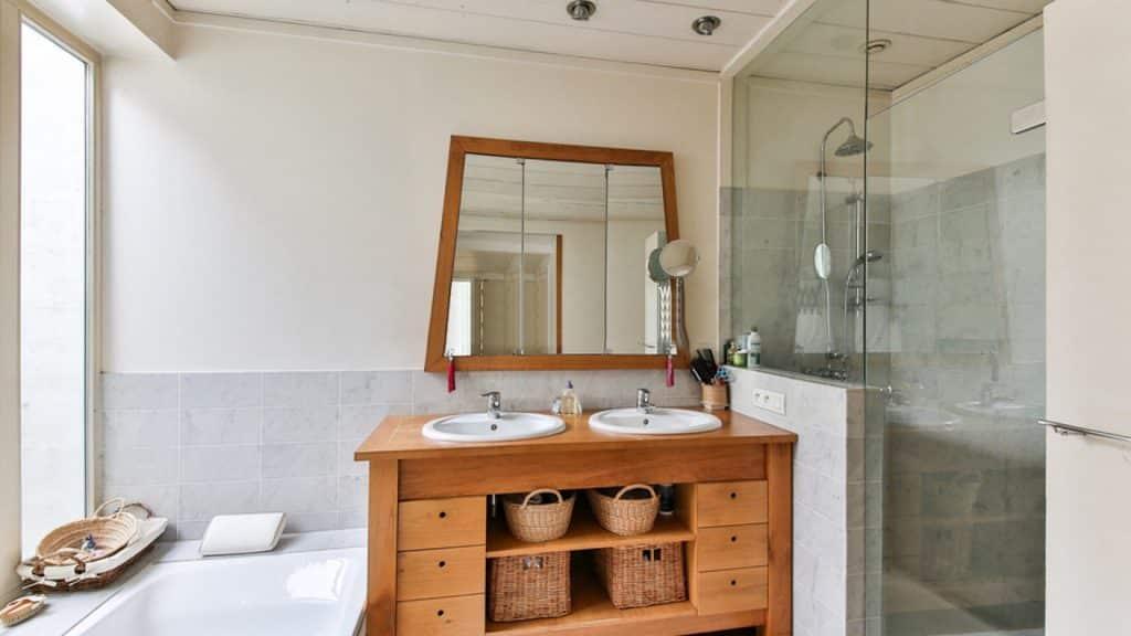 Pourquoi choisir une double vasque dans la salle de bain ?